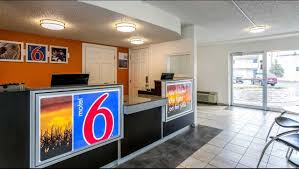 Motel Six We Ll Leave The Light On For You Motel 6 Butte Historic City Center Hotel In Butte Mt 50