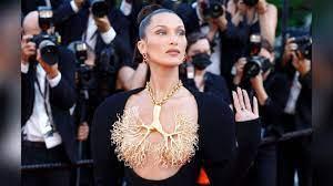 Cannes: Bella Hadid geht halbnackt auf ...