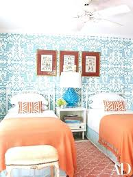 how to arrange a small bedroom with two twin beds how to arrange a small bedroom