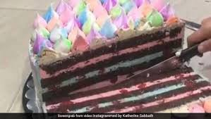 Stay with me and you will see…. Viral After Garlic Peeling Hack This Ingenious Cake Cutting Hack Is Breaking The Internet Watch Video Ndtv Food