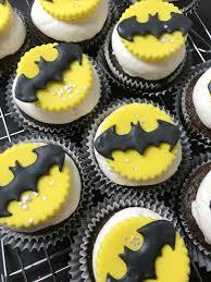 Easy Fondant Decorated Batman Cupcakes Sweet Jenny Belle Easy