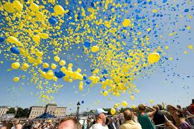 2008 års svenska nationaldagsfirande i kungsträdgården i stockholm. Neg7jozc94ovom