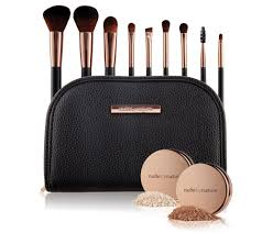 NUDE BY NATURE Pinsel Set mit Finish Puder Bronzer inkl. Tasche.