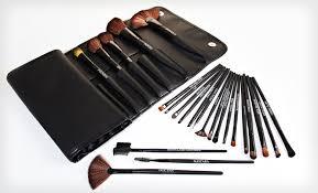 essentials set red jumbo powder brush bo seen lot s of great makeup