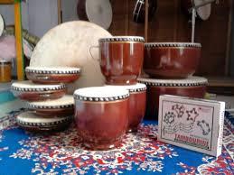 Terbuat dari batang iboh yang dibagian ujungnya ditutupi kulit sapi dan dikencangkan dengan rotan. 50 Nama Alat Musik Tradisional Indonesia Gambar Cara Memainkan