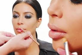 watch how to recreate kim kardashian s pout with just three simple make up tricks