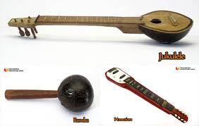 Tifa yang berasal dari papua terbuat dari kayu lenggua yang terkenal kuat dan besar. 7 Alat Musik Tradisional Maluku Gambar Dan Penjelasannya Adat Tradisional