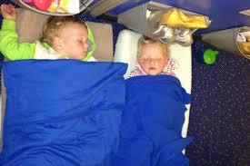 Afbeeldingsresultaat voor slapende kinderen op reis