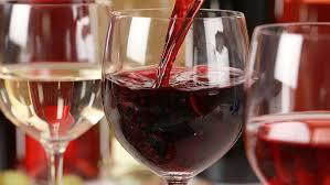 Нарколог Минздрава рассказал, почему <b>бокал вина</b> за <b>ужином</b> ...
