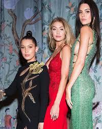 Kendall jenner et bella hadid embêtées en pleine rue, une femme arrêtée (photos). Bella Hadid Gigi Hadid Kendall Jenner Gigi Hadid Fashion Gigi Style