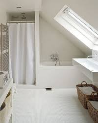 simple white bathrooms. The Warm, Inviting Tones Of White Bathrooms Have Always Managed To Stay Popular. A Simple