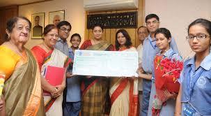 File:Shri Nand Kishore Aggarwal (Chairman), Ms. Poonam Gupta (Principal)  and Ms. Jyoti Aggarwal (PRO) of Maharaja Agarsain Public School, Ashok  Vihar, Delhi, handing over a cheque of Prime Minister's Relief Fund for