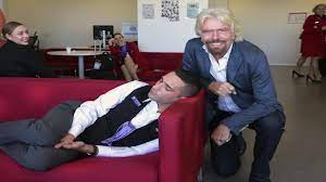 ذكاء الملياردير ( ريتشارد برانسون ) عندما وجد احد موظفية نائما ؟؟ - YouTube