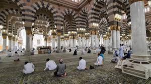 تأخروا في إقامة الصلاة 45 دقيقة.. السديس يطيح بكبار المسؤولين في المسجد  النبوي (فيديو) | وطن يغرد خارج السرب