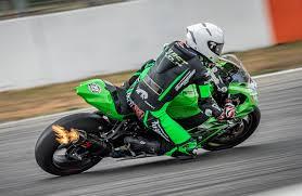 IDM Superbike 1000: Valentin Debise und Nico Thöni heizen für Kawasaki  Weber-Motos ein - IDM