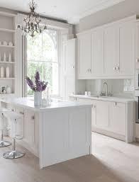 ideen modernes küchendesign weiß pendelleuchten unterbauleuchten