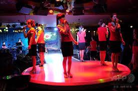 北朝鮮のガールズグループ、中国国境地帯で歌う 写真10枚 国際ニュース:AFPBB News