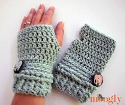 Crochet Gloves Pattern Simple Crocheted Fingerless Gloves [FREE Crochet Pattern]