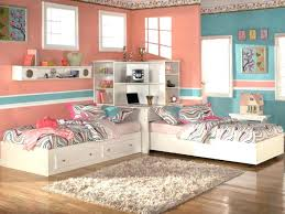 how to arrange 2 twin beds in small room two beds in small room medium size how to arrange 2 twin beds in small