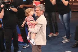 Serginho Groisman aparece pela primeira vez com o filho