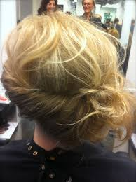 Los Opgestoken Half Lang Haar Stylisttessa Tendenzkappers Haare