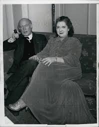 Hilda Keenan Wynn at Riverside Hotel suite w/ Atty George Bartlett ...