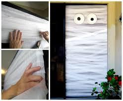 DIY Halloween Door Decorations: Mummy Halloween Door