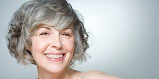 How To Go Gray Naturally Huffpost Old Woman With Grey Hair