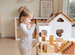 Mách nhỏ mẹ cách làm đồ chơi tự chế khiến các bé thích thú. - Mamamy