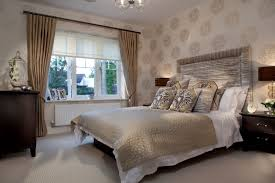 Comfortable Beige Themed Bedroom With Beautiful Round Pattern Wall - Luxury apartment bedroom