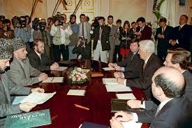 Кто первый умер тот и проиграл  В 90 е годы без Бориса Березовского на фото справа не обходилось ни