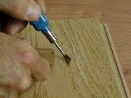 Tafeldielung — tafeldielung, ein dielenfußboden, bei dem je zwei dielen zu einer platte zusammengeleimt sind … Parkett Und Dielen Richtig Reparieren Und Renovieren Energie Fachberater