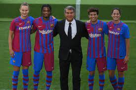 """برشلونة """"يسرب"""" قميصه الاحتياطي لموسم 2021-2022"""