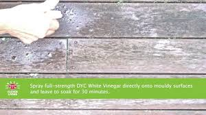 cleaning deck using white vinegar