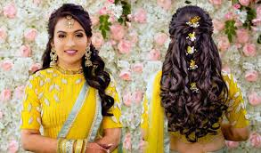 If you have a long frock and dresses for the reception, this hairdo can be ideal and a perfect match. 51 Stunning Wedding Hairstyles For A Round Face