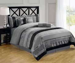 Grau Gestreifte Bettdecke Und Ahorn Boden Für Verlockende