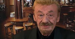 <b>Johnny Hallyday</b> est vivant et habite dans un pub à Glasgow, selon ...