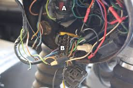 bmw airhead relay wiring block blues motorcycles a this is the turn signal relay the brake light wire from the turn signal harness plugs in here at the same location as a wire that connects to most of
