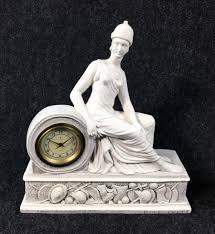 Parigina in ceramica in stile classico con orologio tedesco ANKER.  Germania, Prima metà del Novecento nel 2020 | Stile classico, Stile,  Parigini