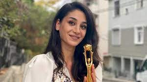 """Sen Çal Kapımı""""nın fenomen karakteri Fifi'yi canlandıran oyuncu Sitare Akbaş'a  ödül"""