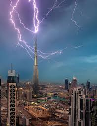 Biggest Lighting Strike Incredible Moment Lightning Strikes The Worlds Tallest