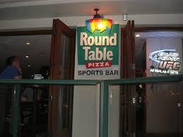 round table pizza オハナ イーストのスポーツ バーで営業中