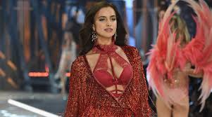 these victoria s secret models were all pregnant on the runway 2016 victoria s secret fashion show irina shayk pregnant celebrities victoria s secret