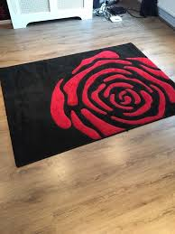 black and red rose rug