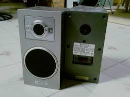 hitachi speakers. vintage hitachi 2-way speaker system ------------------------------------------------------------------------------------------- speakers r