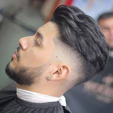 In this video i do a step by step tutorial on how to do a bald fade with long curly/wavy hair on top skin tight/bald fade using andis masters andis magnetic. 45 Haircut Fade In Spanish New Concept