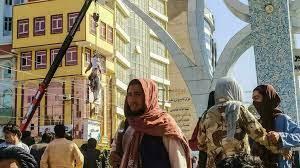 """طالبان تعلّق جثامين أربعة خاطفين قتلتهم في هرات على رافعات """"عبرة"""" لغيرهم"""
