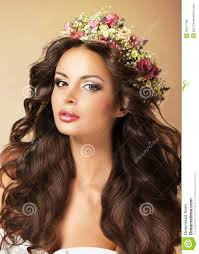 Pretty Woman Hair Style classy fashion model with perfect flossy brown hair and wreath of 7269 by wearticles.com