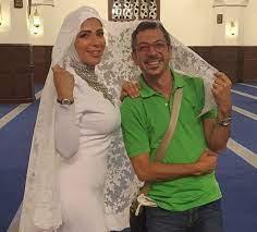 انتقادات لمنى زكي بسبب صورها داخل المسجد