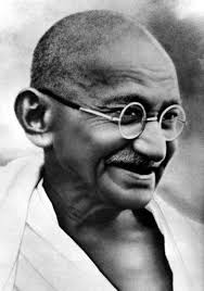 history behind mahatma gandhi s picture on n currency notes 800px lord pethic lawrence and gandhi gandhi smiling r